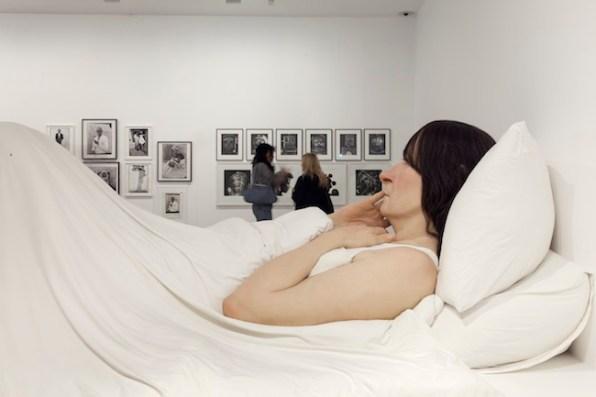 Ron Muek, In bed, 2005. View of the exhibition Vivid Memories, May 10 – September 21, 2014, Fondation Cartier pour l'art contemporain, Paris. Photo: Thomas Salva / Lumento