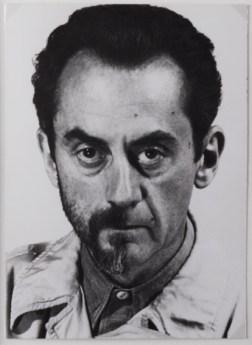 Man Ray a Villa Manin, Autoritratto, 1943, fotografia later print del 1972, 18 x 12,8 cm, collezione privata, Courtesy Fondazione Marconi, -®MAN RAY TRUST _ ADAGP, Paris, By SIAE 2014