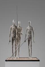 Gerald Moroder, Cacciatori, sculptor , impasto di porfido, 51cm