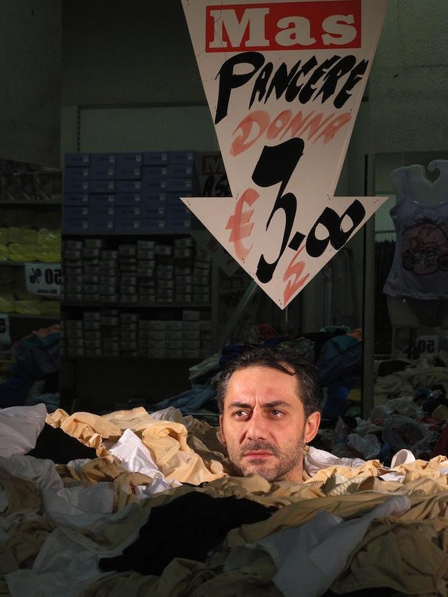 Ra di Martino, The show mas go on, frame da video