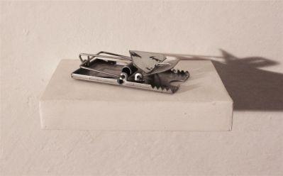 Dellaclà, Nella mia trappola per te ferro zinco inchiostro 10x5x3