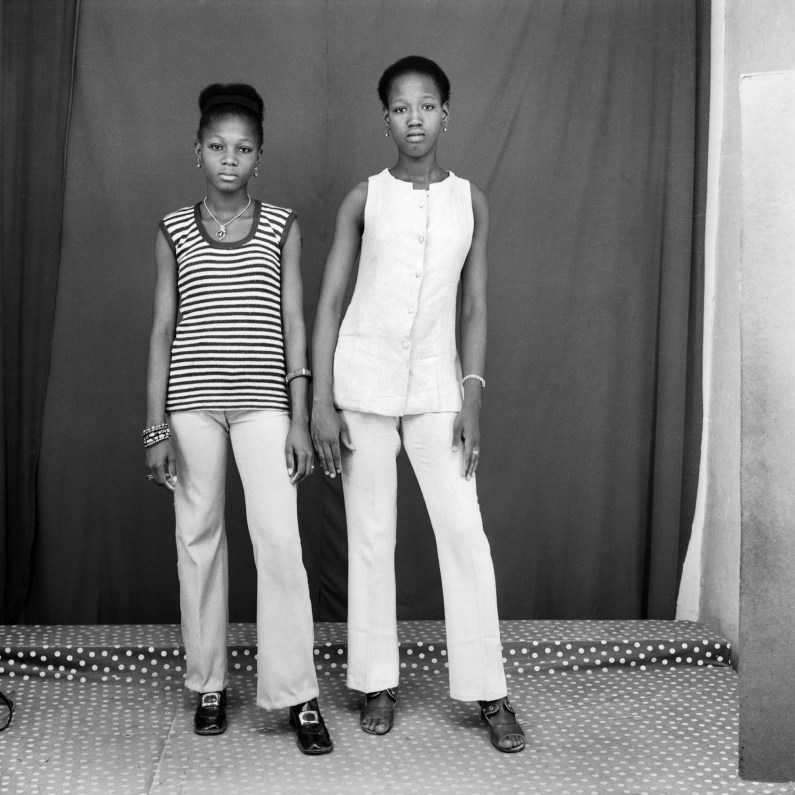 Les deux amies, Studio Malick, Bamako, 1971-2008