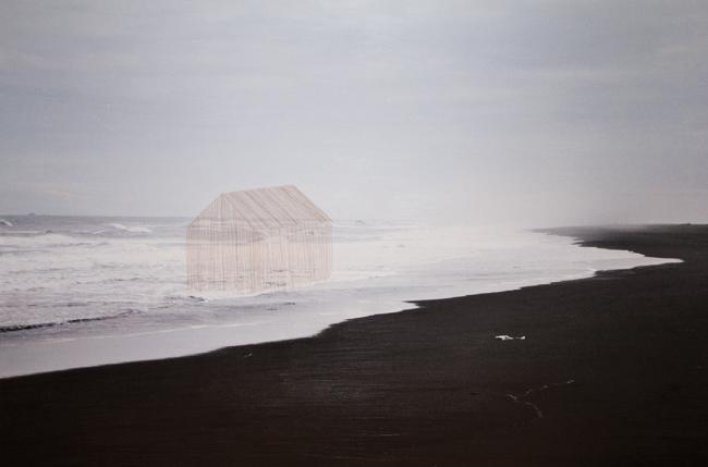 Tamara Ferioli, 63°55′59″N, 2014, capelli su stampa ink-jet su carta matte, cm 90x140