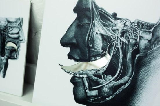 Gianni Moretti, Il depositario di segreti, 2013, stampa digitale su pellicola, specchio, dimensioni variabili (particolare), courtesy dell'artista, fotografia di Pierluigi Buttò