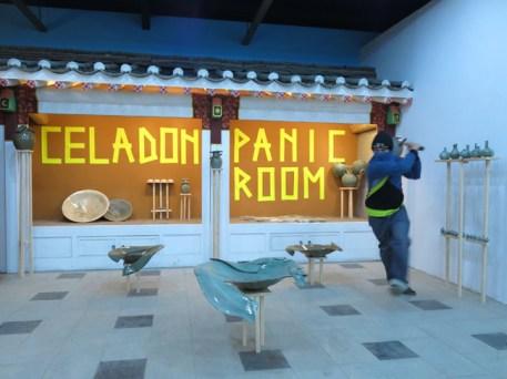 """Nero, Celadon Panic Room, 2013, terracotta, gres e porcellana con smalto celadon, legno, carta, frame da video in stop motion 1'00"""""""