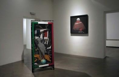 """Felice Levini, """"Ma la notte...""""(recto), 1996, tecnica mista su legno, 180x89x31 cm, Palazzo del Governatore-PR, mostra""""Caratteri"""" (foto di G. Amoretti)"""