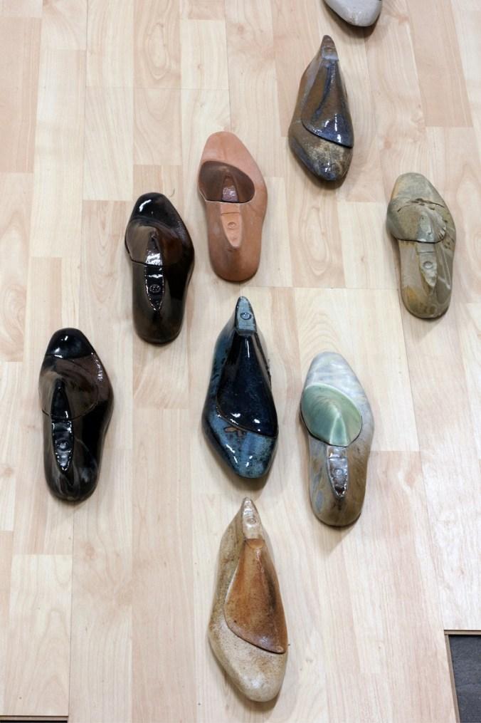 """Erjon Nazeraj, """"Immigrant"""", 2011installazione ceramica gres, 1 mq, Palazzo del Governatore - PR, mostra """"Caratteri"""", (foto di G. Amoretti)"""