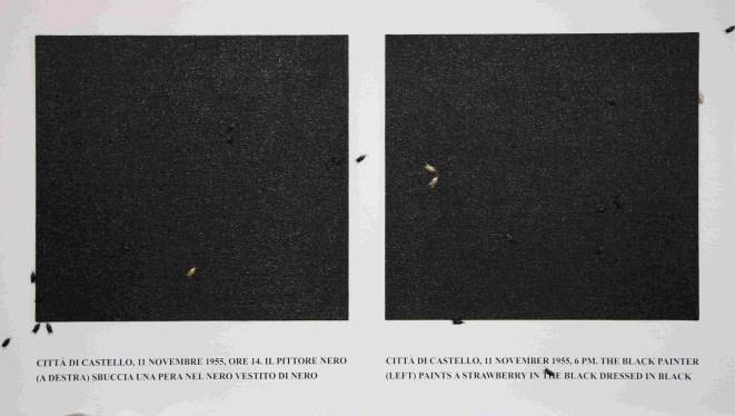 Emilio Isgrò, Burri non mangia fragole (Città di Castello, 11 novembre 1955, ore 14. Il pittore nero (a destra) sbuccia una pera nel nero vestito di nero / Città di Castello, 11 novembre 1955, 6PM). The black painter (left) paints a strawberry in the black dressed in black, 2013, tela applicata su tavola, iuta dipinta, stampa e collage, 171x302x10 cm, intitolato, firmato e datato sul verso, A010208S