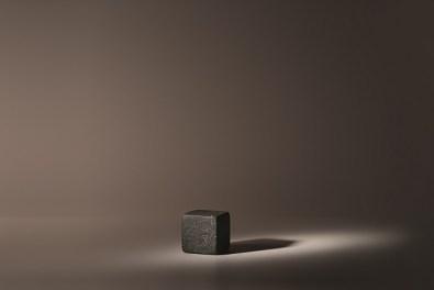 Greta Rento, Il mare dentro, 2014, pietra, 7x7x7 cm, Courtesy Studio la Città, Verona