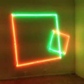 Manuela Bedeschi, Doppio Quadrato obliquo, 2015, tubi al neon, 280x330 cm