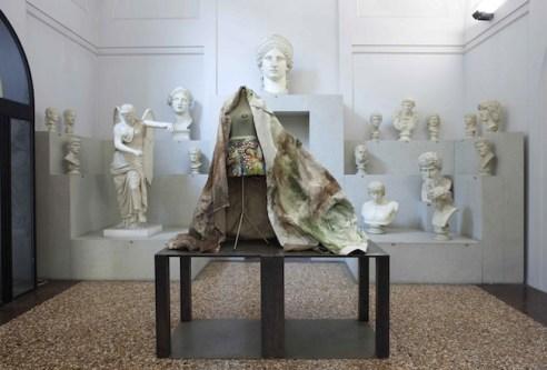 Sissi. Manifesto Anatomico, veduta della mostra presso il Museo Civico Archeologico di Bologna (1), ph. Matteo Monti, courtesy MAMbo. Museo d'Arte Moderna di Bologna