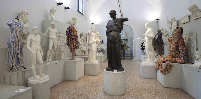 Sissi. Manifesto Anatomico, veduta della mostra, Museo Civico Archeologico di Bologna. Foto: Matteo Monti, courtesy MAMbo. Museo d'Arte Moderna di Bologna