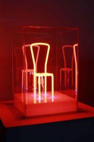 Manuela Bedeschi, Pausa, 2013, neon plexiglass, 45x30x30 cm