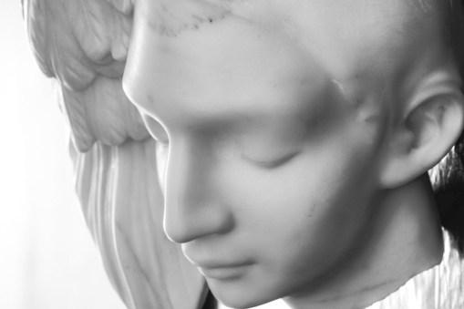 Michelangelo Galliani, Principio e destino (dettaglio), 2015, marmo statuario di Carrara, piombo e ottone, 100x100 cm