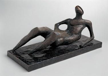Henry Moore, Figura distesa N.6, 1954, bronzo, 43x76x34 cm, Collezione privata