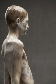 Bruno Walpoth, Patrick, 2015, legno di noce, cm 71x35x25_foto Egon Dejori