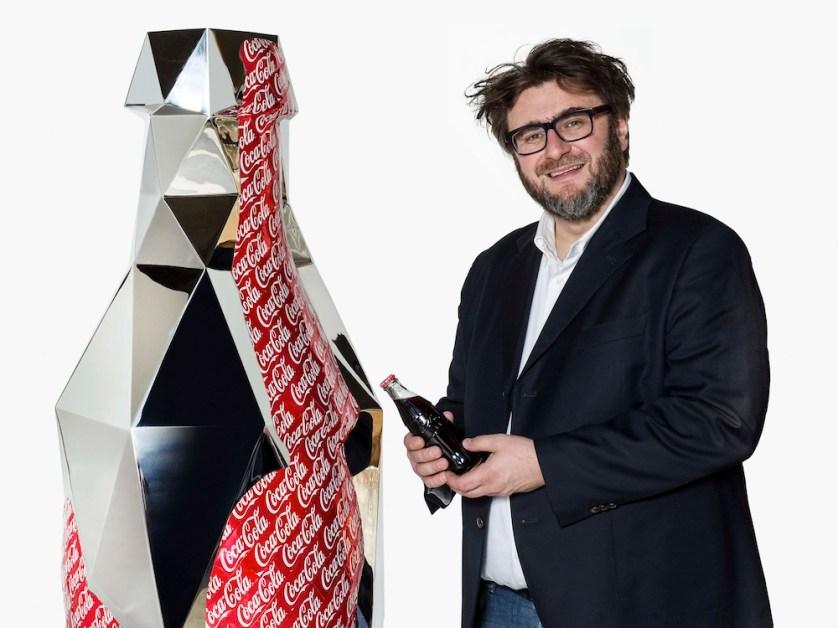 Daniele Basso accanto a Coke it's me!
