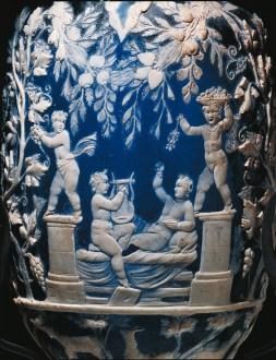 Anforisco detto vaso Blu: eroti vendemmianti, da Pompei, metà I secolo d.C., vetro-cammeo, alt. 32 cm; diam. bocca 6 cm, Napoli, Museo Archeologico Nazionale, inv. 13521