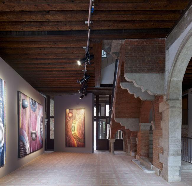 """veduta installazione della mostra Ahmet Gunestekin """"Million Stone"""", Venezia, 2015"""