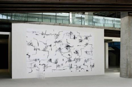 Giuseppe Armenia, Labirinto con scultura, 2007, opera componibile pennarello, penna, acrilico su carta, 350x600 cm