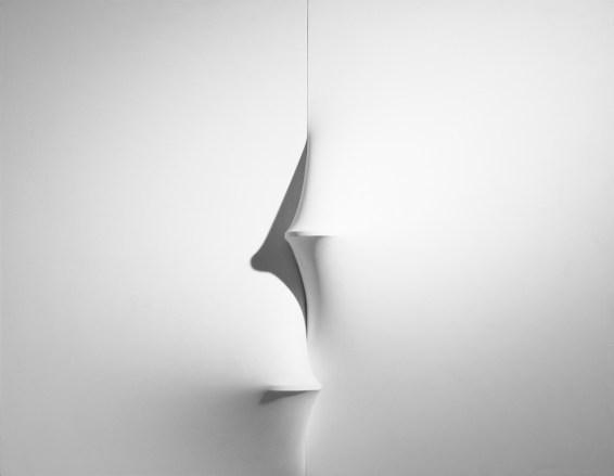 Agostino Bonalumi, Bianco, 1969, tela estroflessa e tempera vinilica, 137x180 cm