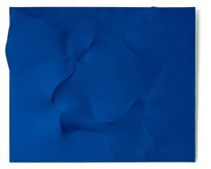 Agostino Bonalumi, Blu, 1994, tela estroflessa e tempera vinilica, 100x80 cm