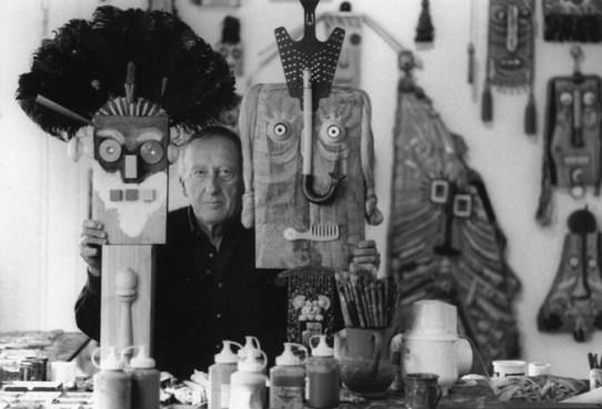 Baj nel suo studio di Vergiate, 1994. © Archivio Baj
