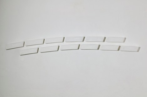 Pino Pinelli, Pittura B, 2007, disseminazione di 12 elementi, tecnica mista, misure totali 19x205 cm