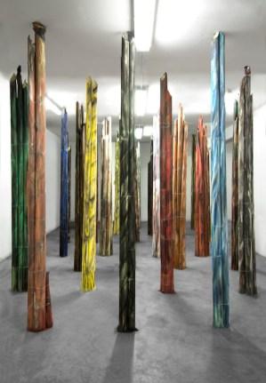 Marzia Corinne Rossi, All Is Shining the Same, veduta dell'installazione, 2015, fogli di carta vetrata, pigmento, filo di ferro, 325x7.80x10 cm