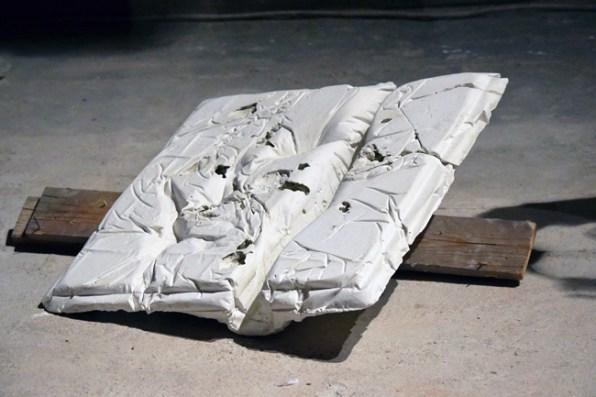 ANDREA FAMÀ - Untitled, 2015 Installazione, cemento e gesso, 70x70x4 cm. Courtesy GALLERIA RAFFAELLLA DE CHIRICO [Torino]. photo Roberta Toscano