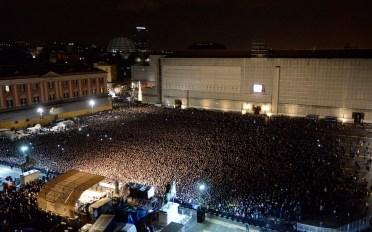 """Napoli, 7 Gennaio 2015, un momento del rito funebre organizzato in Piazza del Plebiscito per dare l´addio al cantante Pino Daniele Foto Salvatore Laporta, mostra """"Controluce"""""""