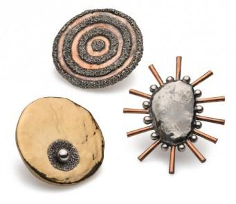 Giorgio Vigna, Sasso, 2015, spille magnetiche in argento e rame granulato