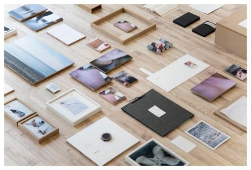 Sveva Angeletti, A casa ovunque, 2015, stampa fotografica polaroid carta cartone ondulato legno, MMAC