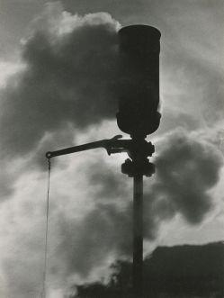 JAKOB TUGGENER, Fischio a vapore, fabbrica di filati di seta artificiale Steckborn, 1938 © Jakob Tuggener Foundation, Uster