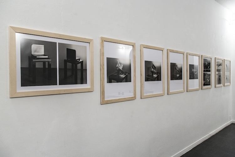 Paolo Gallerani. Innesti e snodi, foto dell'allestimento con fotografie di Aldo Ballo, Fondazione Mudima, Milano Foto di Fabio Mantegna