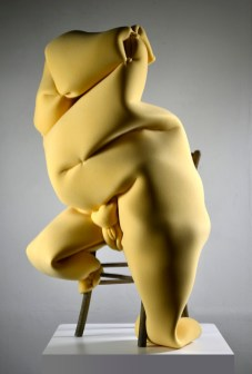 Manuele Mirabella, Seduta, 2016, gommapiuma, 140x80x50 cm Courtesy immagini Antonio Cozza