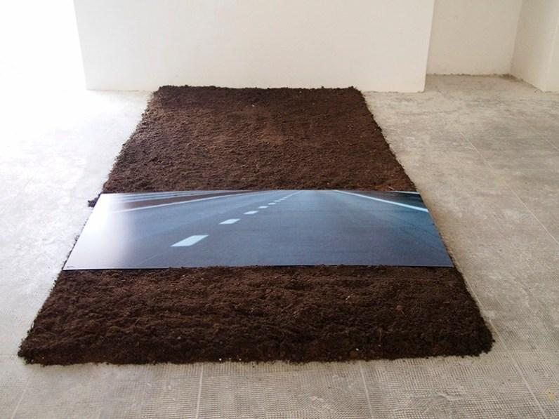 Mara Pepe, Sepolta viva, 2016, fotografia e terriccio, dimensioni complessive 300x150 cm Courtesy l'artista Foto Andrea Repetto
