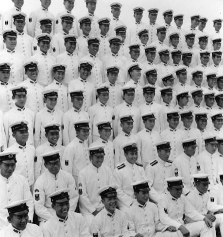 Domon Ken, Foto commemorative della cerimonia di diploma del corpo della Marina, 1944, 1047×747, Ken Domon Museum of Photography