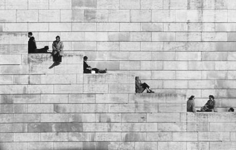 Robert Doisneau, La diagonale dei gradini, Parigi 1953 © Atelier Robert Doisneau