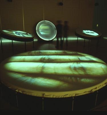 """STUDIO AZZURRO, Tamburi a sud Videoambientazione a tam-tam, ambiente sensibile 2001, Tokyo, """"Embrancing Interactive Art"""""""