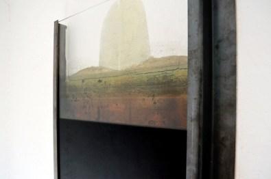Diego Soldà, Spazio utile, 2016, struttura in metallo, vetro, pigmento diluito, 50x70x4 cm (particolare)