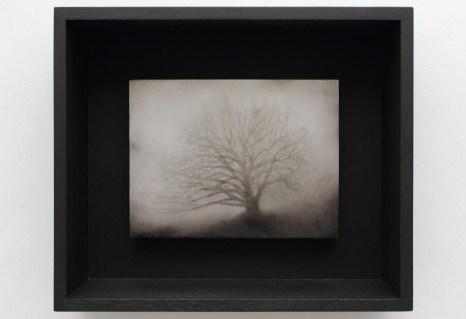 Ettore Frani Sentinella III 2016 olio su tavola laccata e acrilico su akò cm 34,5x40,5x10 courtesy Paola Feraiorni