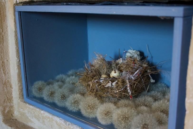 Carla Bedini, One: nido cartapesta, soffioni (nido ricostruito)
