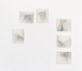 Asako Hihiki, Bisbigli, 2016, xilografia su tessuto, 6 elementi, 30 x 25 cm ciascuno Courtesy l'artista e Paraventi Giapponesi – Galleria Nobili, Milano
