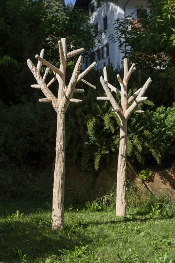 Szymon Kobylarz, Dodecahedron tree, 2016, wood, 300x100x100 cm © the artist Courtesy ZAK BRANICKA Gallery, Berlin Produced by Biennale Gherdëina in collaboration with Willi Crepaz and 3DW Photo © Simon Perathoner