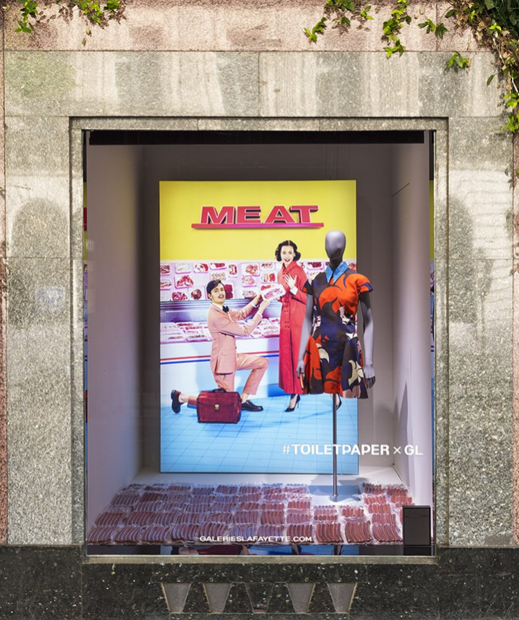 Toiletpaper - Vetrine, Galeries Lafayette. Foto: Thibault Voisin