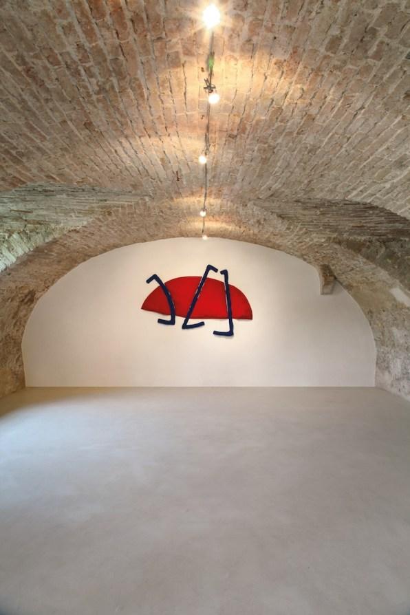 Pino Pinelli, Pittura R. BL., 1985, tecnica mista, 125x195 cm, , Villa Pisani Bonetti, Bagnolo di Lonigo 2016 Courtesy Associazione Culturale Villa Pisani Contemporary Art Foto Bruno Bani, Milano