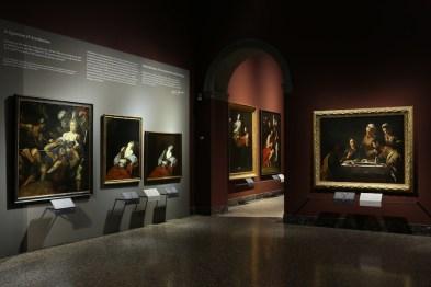 """Terzo dialogo. """"Attorno a Caravaggio"""", veduta della mostra, Pinacoteca di Brera, Milano"""