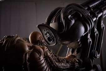 HR Giger_Space Jockey. 1979-2009. Resina e legno. 96x73x94cm. HR Giger Museum_dettaglio