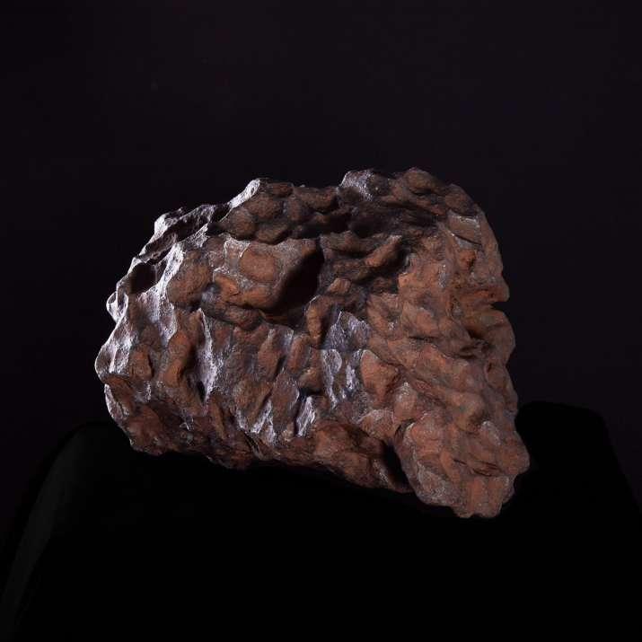 Meteorite Campo del Cielo, recuperata nel 1576, Gran Chaco Gualamba, Argentina. Massa recuperata 50 t. Individuo esposto di 32 kg. Collezione Matteo Chinellato